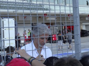 Damon Hill signs for fans.  [Paul Gohde Photo]