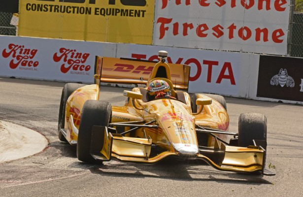 Ryan Hunter-Reay races around the fountain.  [Joe Jennings Photo]