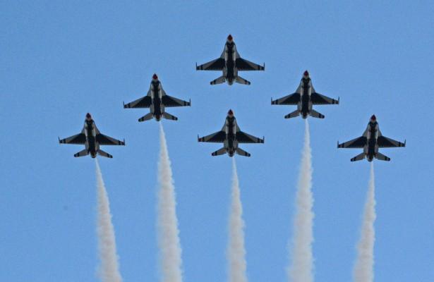 USAF Thunderbirds roar over Daytona international Speedway at conclusion of National Anthem.  [Joe Jennings Photo]