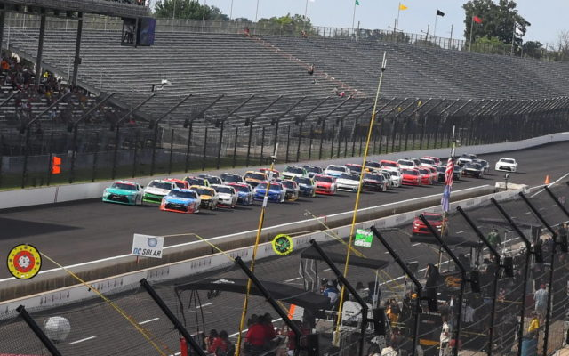 Start of the Lilly Diabetes 250.  [Russ Lake Photo]