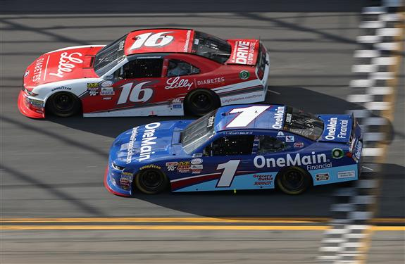 Ryan Reed races Elliott Sadler during the NASCAR XFINITY Series PowerShares QQQ 300 at Daytona International Speedway. [Credit: Chris Graythen/Getty Images]