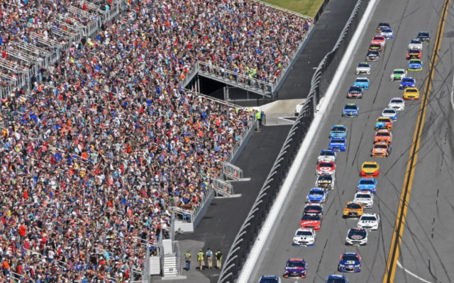 40-car field about to take green flag to the delight of the sellout crowd.  [Joe Jennings Photo]