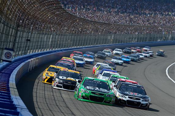 Austin Dillon and Kevin Harvick lead the pack at the start of the 2016 Auto Club 400 at Auto Club Speedway. [Photo by Robert Laberge/Getty Images]