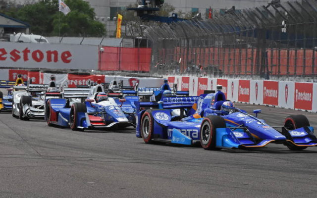 Scott Dixon leads a throng through turn 1.  [Joe Jennings Photo]