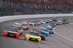 Martin Truex Jr. and Matt Kenseth lead the field at the start of the 2016 Go Bowling 400 at Kansas Speedway. [Credit: Jamie Squire/Getty Images]