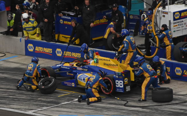 Winner Alexander Rossi executes perfect pit stop.  [Joe Jennings Photo]