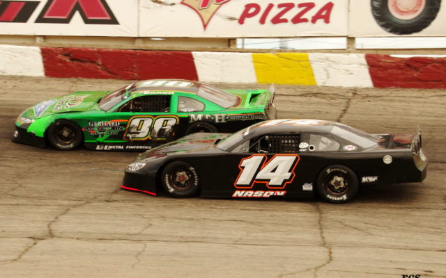 Rob Braun ahead of Austin Nason at Rockford.  [Roy Schmidt Photo]
