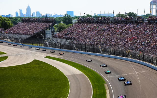 Start of the 102nd Indianapolis 500 at the Indianapolis Motor Speedway.  © [Andy Clary / Spacesuit Media]
