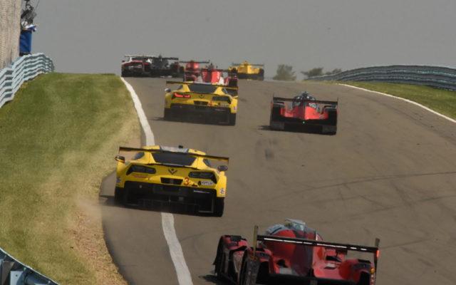 Cars race uphill toward Turn 8. [Joe Jennings Photo]