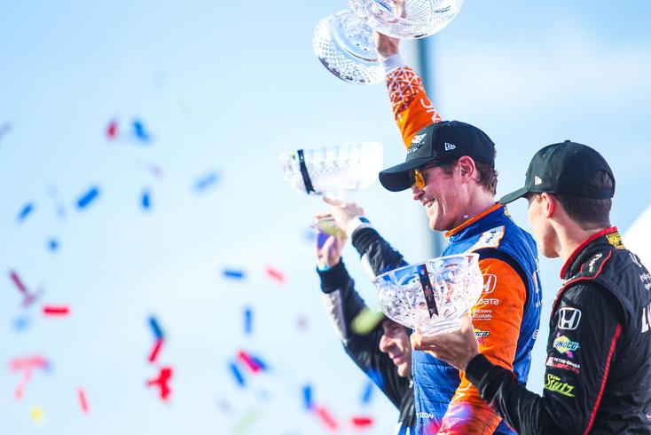 Scott Dixon raises the trophy after winning the Honda Indy Toronto. © [Adam Piggot / Spacesuit Media]