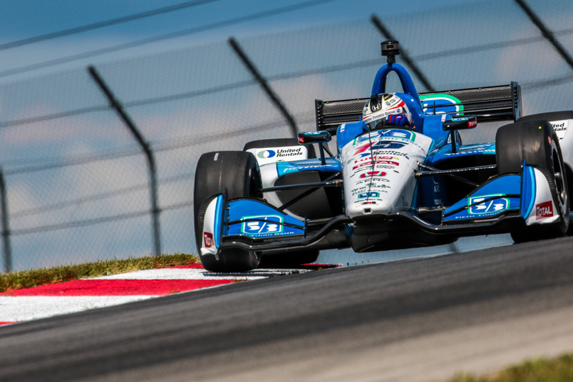 Graham Rahal riding the curb0 at Mid-Ohio. © [Andy Clary / Spacesuit Media]
