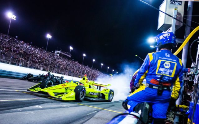 Simon Pagenaud takes off after a pitstop in the Bommarito Automotive Group 500.  © [Kenneth Midgett/ Spacesuit Media]