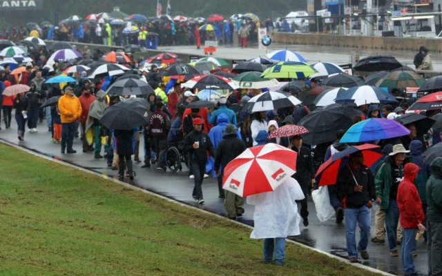 Dedicated fans during the grid walk.  [Jack Webster Photo]