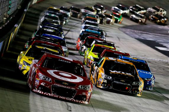 Kyle Larson leads the field in a restart during the 2015 NASCAR Sprint Cup Series Food City 500 at Bristol Motor Speedway. [Credit: Todd Warshaw/NASCAR via Getty Images]