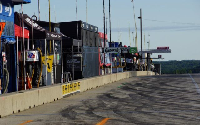 Early morning pits.  [Photo by Jack Webster]