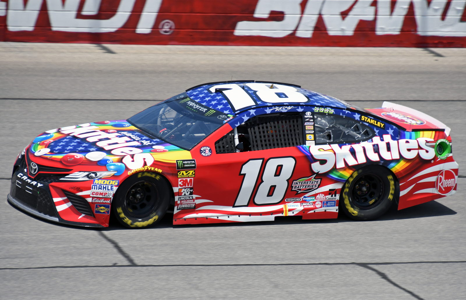 Kyle Busch and his No. 18 on their way to victory. (Stan Kalwasinski Photo)