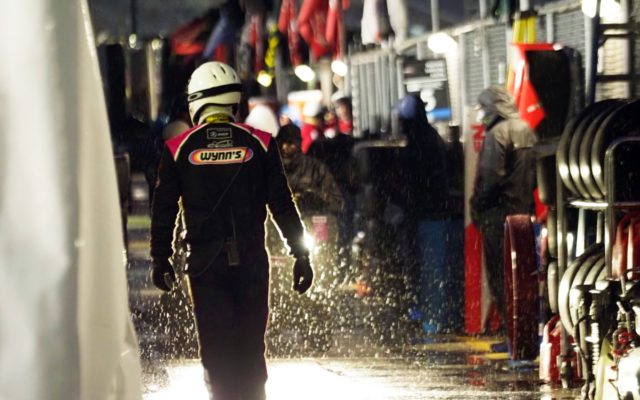 Tough conditions in the pits.  [Photo by Jack Webster]