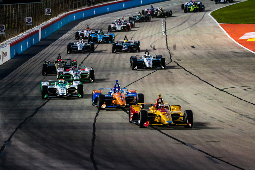 Ryan Hunter-Reay leads Scott Dixon, Colton Herta and the field at Texas Motor Speedway. © [Andy Clary/ Spacesuit Media]