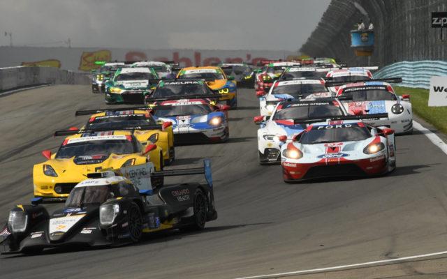 GT field roars into Turn 1.  [Joe Jennings Photo]