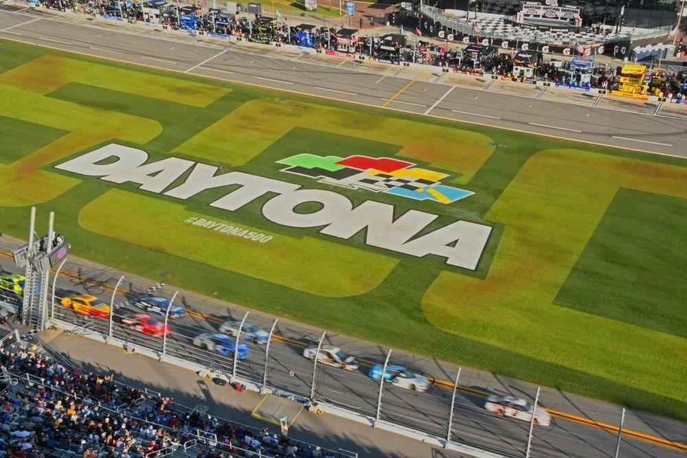 Field is a blur as it races through tri-oval. [Joe Jennings Photo]