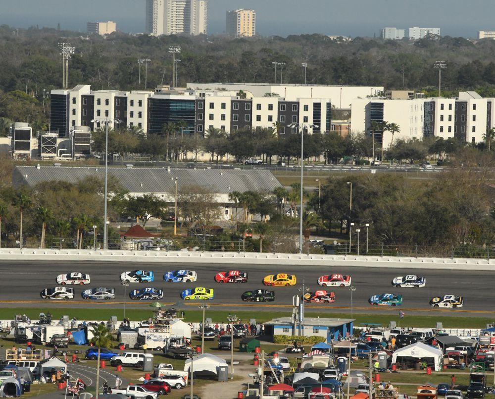 Full field shown motoring through turn 3. [Joe Jennings Photo]