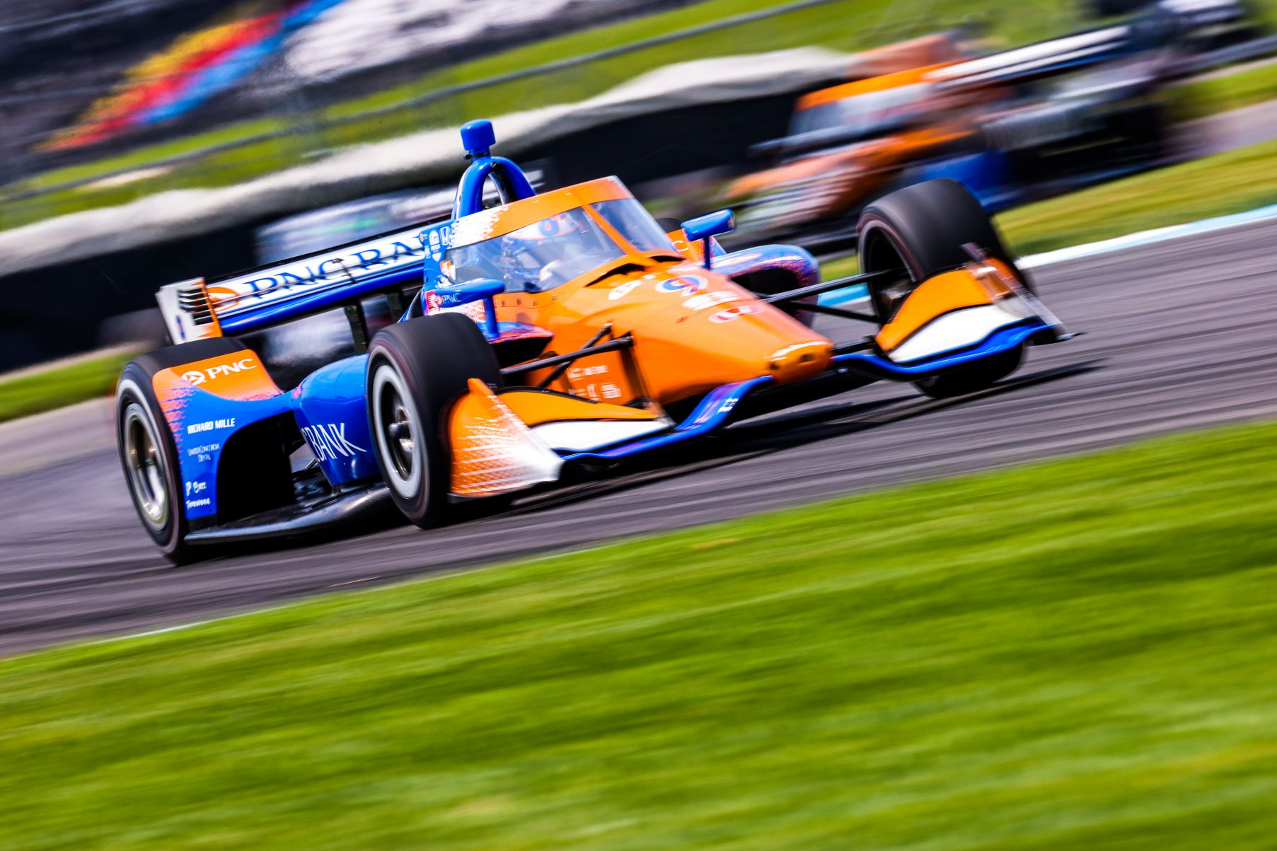 Scott Dixon speeds to the lead in the GMR Grand Prix. © [Andy Clary/ Spacesuit Media]