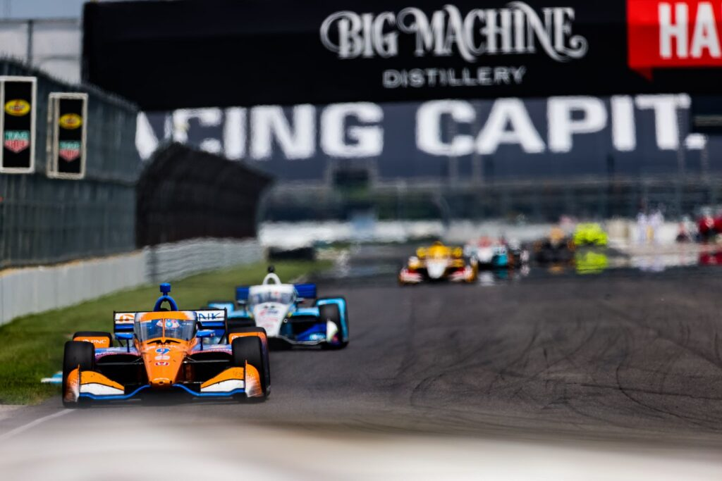 Scott Dixon leads the pack in the GMR Grand Prix. © [Andy Clary/ Spacesuit Media]