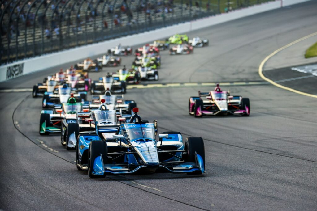 Start of Race 1 in the Iowa INDYCAR 250 weekend with Conor Daly leading the field. © [Andy Clary/ Spacesuit Media]