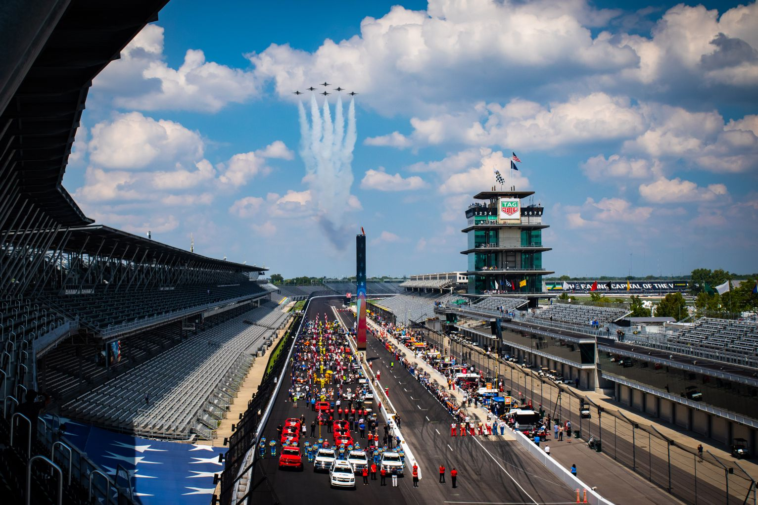 Flyover performed by the US Air Force Thunderbirds at the 104th Running of the Indianapolis 500. © [Kenneth Midgett/ Spacesuit Media]