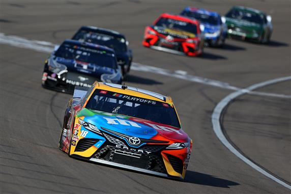 Kyle Busch leads a pack of cars during the NASCAR Cup Series South Point 400 at Las Vegas Motor Speedway. [Credit: Brian Lawdermilk/Getty Images]