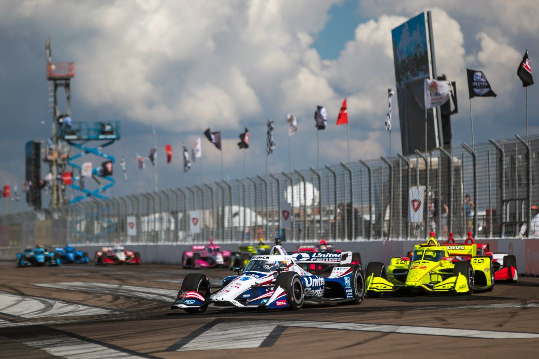 Graham Rahal and Simon Pagenaud lead a pack at the Firestone Grand Prix of St Petersburg. © [Al Arena / Spacesuit Media]